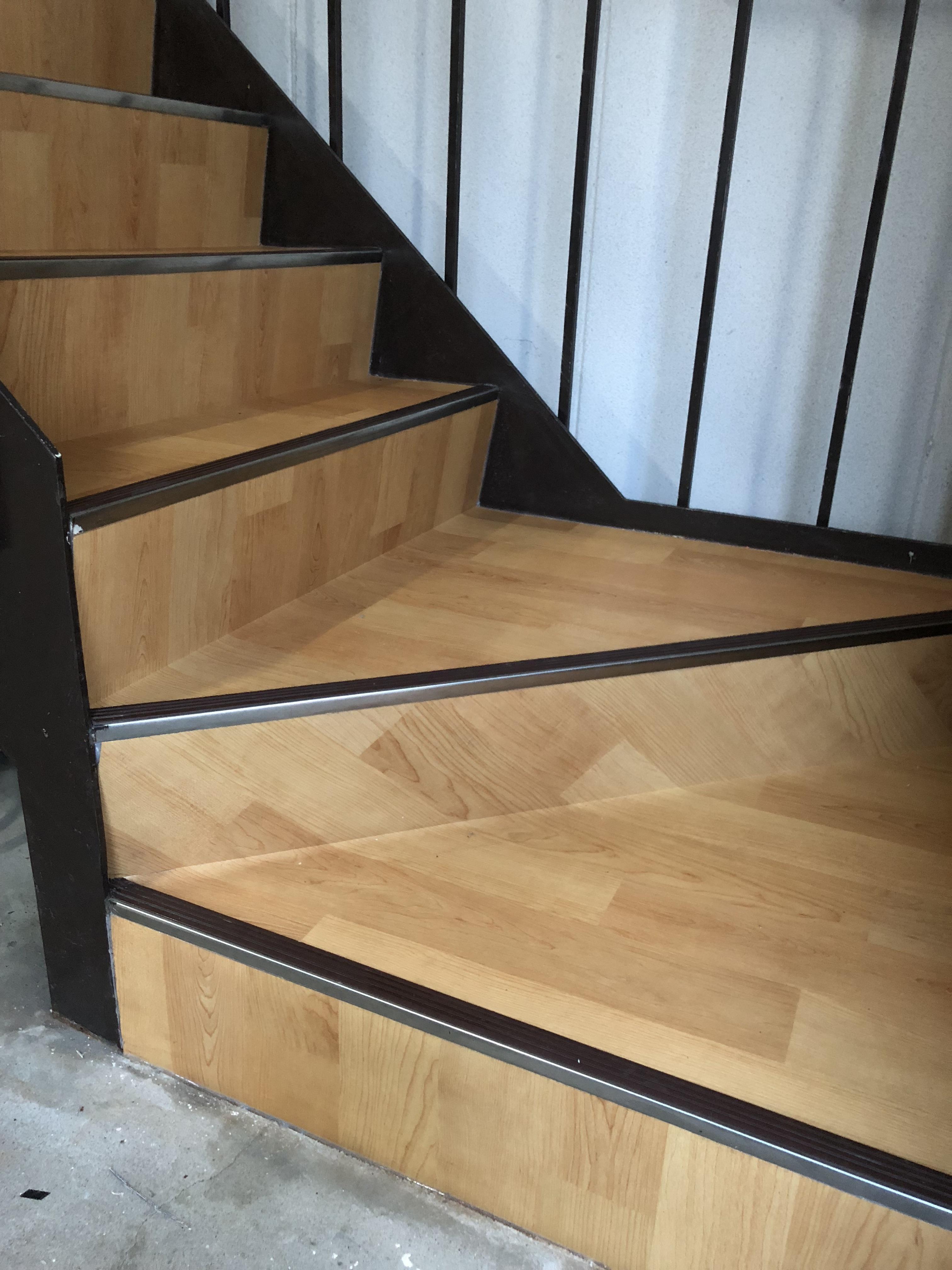 さびさび階段のシート張り