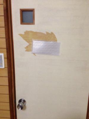 小山りょーぞー代表ドアの大穴との戦い!