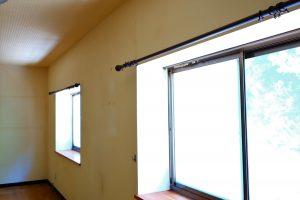 ブラインド取り付け前の窓
